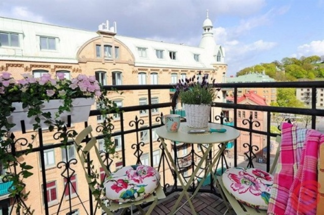 summer balcony decor ideas (7)