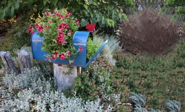recycle furniture to decor your garden (7)