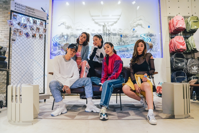 batch_0adidas Originals ICONSIAM -  Photo Zone